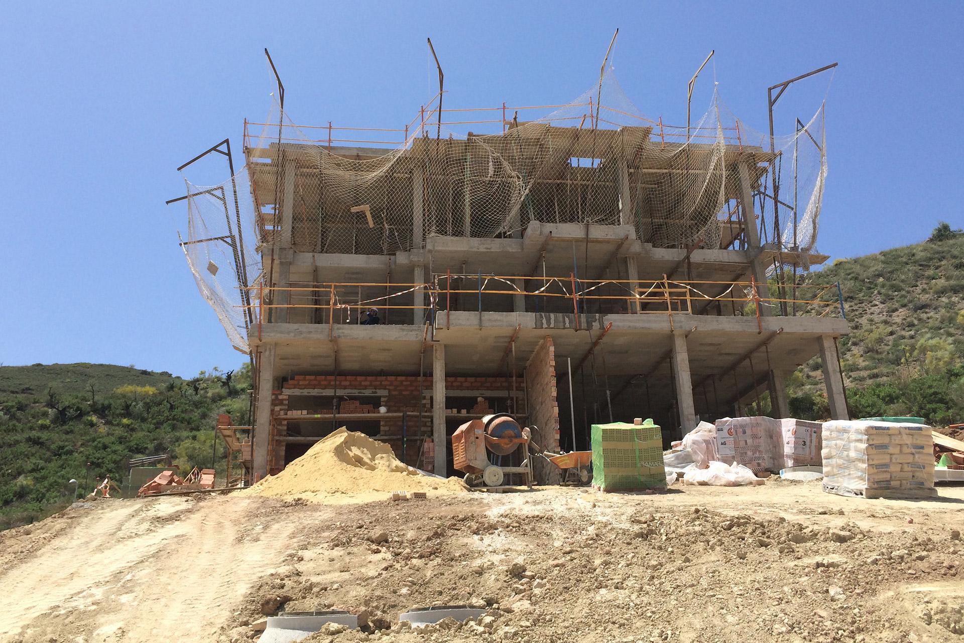 La edificación de Casas del Golf, progresan adecuadamente